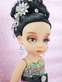 สวยสง่า Disney Baby Dolls, Disney Princess Dolls, Baby Disney, Paintings