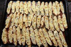 Biscotti med nøtter, hvit sjokolade og sitron - Krem.no Biscotti, Sausage, Sweets, Cakes, Meat, Vegetables, Food, Gummi Candy, Cake Makers