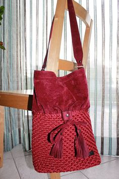 Crochet & suede bordeaux bucket bag. Leather bottom. Crochet bags. Shoulder bags. Everyday bags. Lined bag. Simple bags. Big cordino