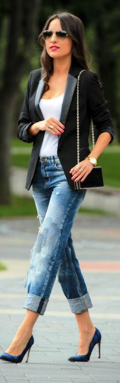 Blazer and boyfriend jeans and white shirt tucked in shoulder bag i love it amen to this outfit