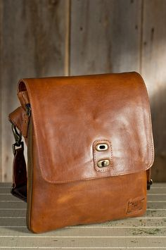Will Otto Expandable Bridle Leather Messenger Bag | Overland Sheepskin