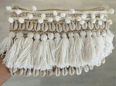 Tassel raffia clutch with shell detail, beach clutch, boho clutch Diy Clutch, Clutch Bag, Diy Sac, Ethnic Bag, Boho Bags, Handmade Bags, Diy Clothes, Diy Fashion, Purses And Bags
