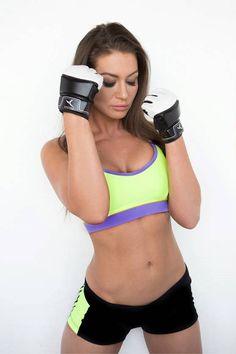cf192e355725 Женские спортивные короткие топы и топики для фитнеса купить можно в  интернет-магазине Бай бай