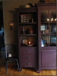 LOVE this hutch...I have a feeling my mom will be decorating my house like this the way hers is!