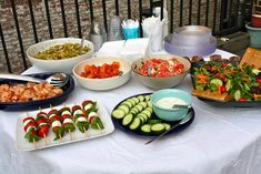 How to Throw an Epic Housewarming Party!