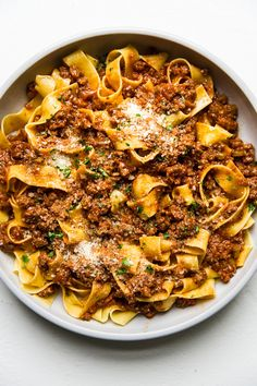 Easy Bolognese by The Modern Proper Hearty and comforting, this meaty, easy bolognese sauce recipe takes less time to make than it does to disappear into hungry tummies. Pasta Recipes Video, Pasta Sauce Recipes, Pasta Dinner Recipes, Chicken Pasta Recipes, Pasta Menu, Recipe Pasta, Recipes With Pasta, Pasta Recipies, Beef Pasta
