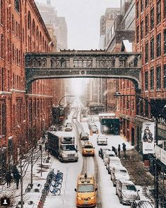 Het heeft gesneeuwd in New York City en dat leverde deze filmachtig mooie foto's op – Froot.nl It has snowed in New York City and that gave these filmy beautiful pictures – Froot. New York Trip, New York City, New York Travel, Travel Usa, Urbane Fotografie, Places To Travel, Places To Visit, Ville New York, City Vibe