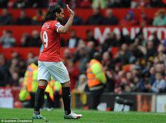 Sawirro: Radamel Falcao Oo Macasalaameeyey Manchester United Oo Ishaarada Bixidda De Gea