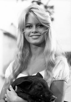 Brigitte Bardot and a friend in The Night Heaven Fell, 1958 ~ETS Bridget Bardot, Bardot Brigitte, Classic Hollywood, Old Hollywood, Hollywood Fashion, Jacques Charrier, Divas, Actrices Hollywood, French Actress