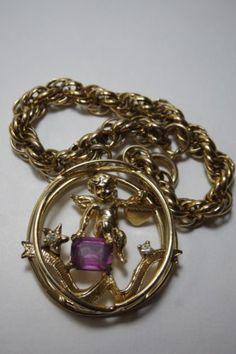 VINTAGE-GOLD-PLATE-CHAIN-BRACELET-WITH-LARGE-CHARM-CHERUB-PURPLE-GLASS-HEART