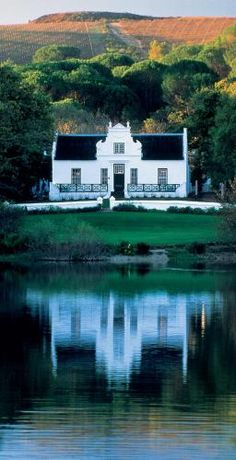 D - Cape-Dutch style. A great combination of good wine and beautiful architecture at Zevenwacht Wine Estate, South Africa Holland, Les Seychelles, Beautiful Homes, Beautiful Places, South African Wine, Cape Dutch, Dutch House, Le Cap, Destinations