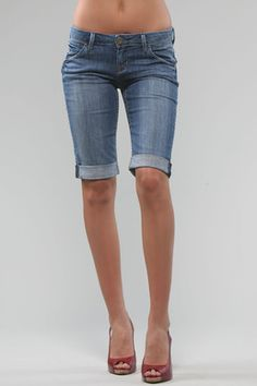 13 Ways to Wear Long Shorts and Still Look Stylish | Knee length ...