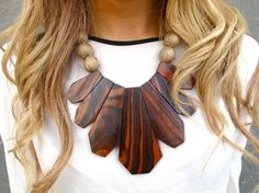 Wood necklace (Source via Hanna Altmann or Modern Love)