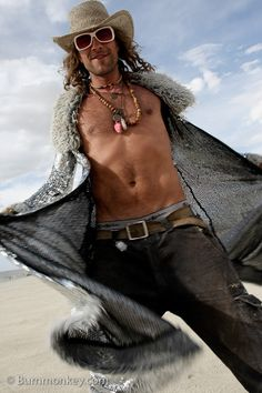Hot man at Burning man! Burning Man 2016, Burning Man Art, Burning Man Fashion, Burning Man Outfits, Festival Outfits, Festival Fashion, Festival Dress, Look Festival, Rave Outfits