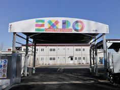 Migranti, niente campo base Expo. Maroni: chi la dura la vince