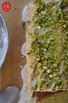 ciasto z awokado z limonkową polewą i pistacjami / avocado cake with lime icing and pistachios