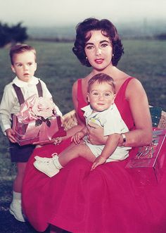 Elizabeth Taylor with her children Michael Wilding Jr. and Christopher Wilding, 1956.