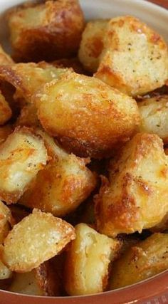 How to Make the Perfect Roast Potatoes ~ Soft and fluffy inside, super crispy on the outside – absolutely perfect! How To Roast Potatoes, Crispy Roast Potatoes, Oven Potatoes, How To Make Potatoes, How To Roast Vegetables, Cooking Roast Potatoes, Roasted Potatoes Breakfast, Roasted Yellow Potatoes, Seasoned Roasted Potatoes