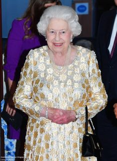 La reine Elizabeth fête ses 92 ans en présence de la famille royale Queen Elizabeth II arrives at the Royal Albert Hall in London to attend a star-studded concert to celebrate her birthday. Hm The Queen, Royal Queen, Her Majesty The Queen, Save The Queen, Queens Birthday Party, Queen Birthday, Queen Elizabeth Birthday, Queen Elizabeth Ii, Prince Charles