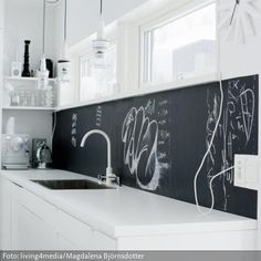 So great for the kitchen - make grocery lists and recipes on the wall. Kitchen Dinning, Diy Kitchen, Kitchen Decor, Kitchen Backsplash, Interior Desing, Interior Design Kitchen, Küchen Design, House Design, Floating Shelves Diy