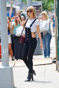 NEW+YORK+-+MAY+28:+Taylor+Swift+seen+leaving+ModelFit+Gym+in+Soho+on+MAY+28,+2015+in+New+York,+New+York.++(Photo+by+Josiah+Kamau/BuzzFoto+via+Getty+Images)  - HarpersBAZAAR.com