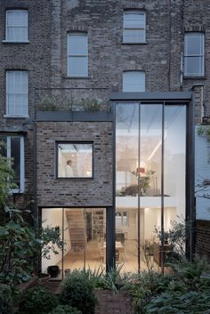 House in Primrose Hill, London by Boyarsky Murphy Architects Glass Extension, House Extension Design, Extension Ideas, London Townhouse, London House, Primrose Hill London, London Property, Victorian Terrace, Luz Natural