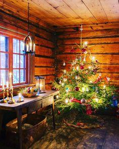 Log Cabin Christmas, Swedish Christmas, Christmas Room, Merry Little Christmas, Primitive Christmas, Christmas Is Coming, Scandinavian Christmas, Country Christmas, Winter Christmas