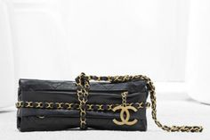 Chanel balluchon bag in quilted calfskin trimmed with an interlaced chain (Spring-Summer 2012)