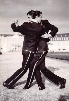 Argentinean Tango performed by Hermanos Macana Brothers
