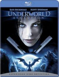 Underworld: Evolution es una película de 2006 dirigida por Len Wiseman, que narra los acontecimientos inmediatamente posteriores a la muerte de Viktor, rey de los vampiros, y la persecución de Selene y Michael, ahora convertido en el híbrido vampiro-licántropo. El despertar de Marcus, último de los tres grandes vampiros, desencadena la búsqueda de su hermano y primer hombre lobo: William Corvinus. Es la segunda película de la tetralogía de Underworld.