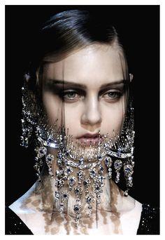 Armani Privé Haute Couture F/ W 2012.   http://pinterest.com/pin/127578601915170949/