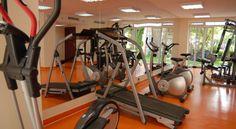 Има също фитнес център за ежедневни тренировки.