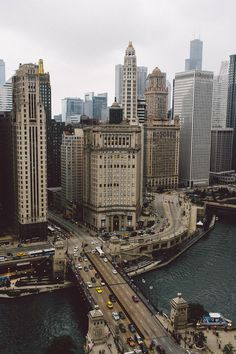 Chicago: City of Modern Architecture. Worked in this bldg - job in Chicago. Places Around The World, Oh The Places You'll Go, Places To Travel, Travel Destinations, Places To Visit, Around The Worlds, Beautiful World, Beautiful Places, Lago Michigan