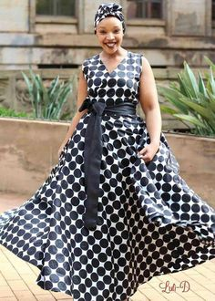 Take inspiration from these plain and pattern Ankara styles. African Dresses For Women, African Print Dresses, African Attire, African Wear, African Fashion Dresses, African Women, Fashion Bella, Queen Fashion, African Traditional Dresses
