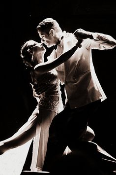 """Argentine Tango """"It takes two to tango in Buenos Aires"""" by Dene Miles - flickr."""