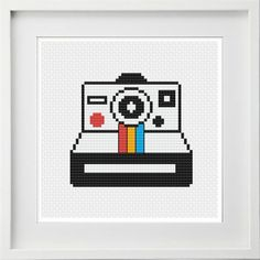 Wooden Embroidery Hoops, Embroidery Thread, Modern Cross Stitch, Cross Stitch Patterns, Cross Stitch Beginner, Polaroid Camera, Fabric Glue, Circle Pattern, New Crafts