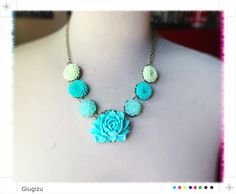 Collana Turquoise and green (catenina in bronzo anticato, fiori in resina) - Turquoise and green necklace (vintage bronze chain, resin flowers)