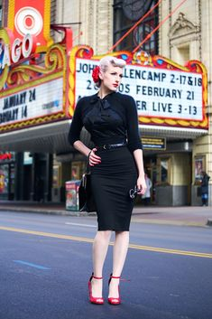 Rachel of Chicago Chic Blog reviews the #HeartofHaute Estelle Blouse in Black. #Pinup #VintageClothing #ModernPinup