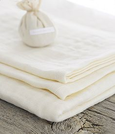 Triple-gauze Organic Cotton Towel, three thin layers of 100%organic cotton combine to create high quality, absorbent towels, made in Japan