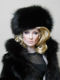 Barbie dolls wearing fur and take over the world! Fur Fashion, Fashion Dolls, Jean Skinny Noir, Pull Gris, Fabulous Furs, Love Hat, Barbie Friends, Barbie World, Doll Face