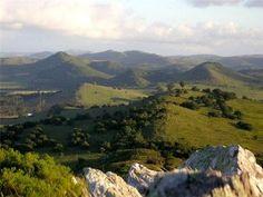 La brisa del otoño y la primavera son la época ideal para hacer caminatas y recorrer las sierras.