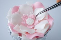 How to make a five petal fantasy flower | CakeJournal | How to make beautiful cakes, sweet cupcakes and delicious cookies