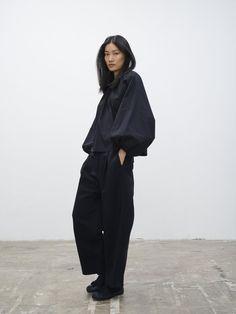 Dordoni Volume Pant In Dark Navy - Studio Nicholson Korean Street Fashion, Asian Fashion, Look Fashion, Fashion Design, Korean Outfit Street Styles, Chinese Fashion, Tokyo Fashion, Korean Winter Fashion Outfits, High Fashion Outfits