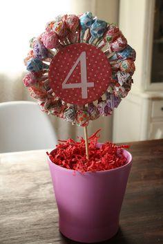 Making a Lollipop Flower Pot - Cassie Bustamante Candy Party, Party Favors, Candy Centerpieces, Centerpiece Ideas, Lollipop Centerpiece, Wedding Centerpieces, Lollipop Display, Quinceanera Centerpieces, Lollipop Tree