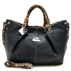 """Coach Legacy Large Black Satchels ABW+Black Satchels ACN+Large Black Satchels ADU+Black Wallets BCO [VR007] - Coach Legacy Large Black Satchels ABW Product Details This edgy update retains the classic luxury of the original, crafted in glove-tanned leather and finished with a secure zip-top, a fabric lining and archive-inspired handles. -Size:13 4/5"""" x 3 4/5"""" x 10 3/5""""-Leather-Top handles-Logo plate in front center-Zip-top closure,"""