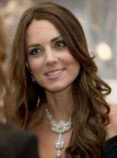 http://blog.hola.com/fashionassistance/2014/02/consigue-el-vestido-que-kate-middleton-combino-con-el-collar-de-la-reina-isabel.htmlConsigue el vestido que Kate Middleton combinó con el collar de la Reina Isabel | Fashion Assistance