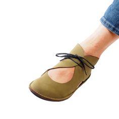 20 Suede Street High Heels To Look Cool - Shoes Market Experts Sock Shoes, Cute Shoes, Me Too Shoes, Shoe Boots, Shoes Sandals, Barefoot Shoes, Minimalist Shoes, Paris Mode, Mocassins