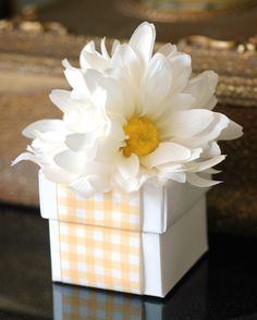 Daisy Boxes | Deluxe Daisy Favor Box | Favors by Lisa