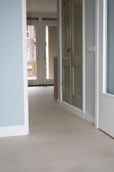 """Vloer en Zo - Pandomo Floor in onze nieuwe kleur """" Sand"""". Exclusief verkrijgbaar… Pandomo Floor, Polyurethane Floors, Garden Cabins, Grey Flooring, Floor Finishes, Cement Walls, Home And Living, Bungalow, My House"""