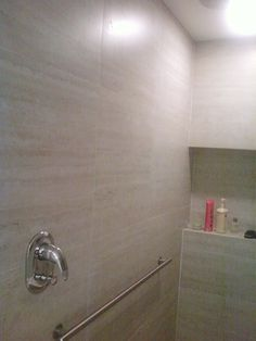 banheiro apartamento Copacabana Bathtub, Bathroom, Condo Bathroom, Bathroom Small, Architecture, Toilets, Log Projects, Standing Bath, Bath Room
